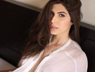 Elnaaz Norouzi Actress Relaxing Colour Photo