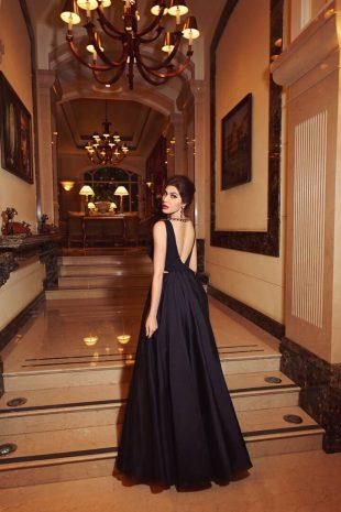 Elnaaz Norouzi Black Backless Top Sexy