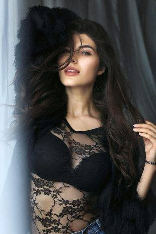 International Model Elnaaz Norouzi Actress Black Lace Top Black Bra