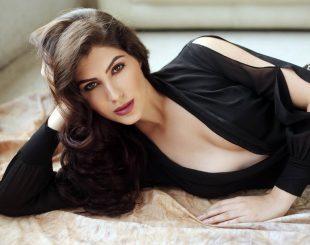 International Model Elnaaz Norouzi Actress Relaxing Photo