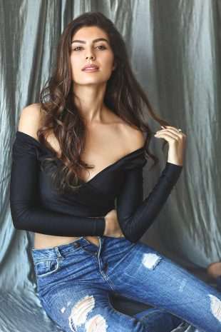 Model Elnaaz Norouzi Actress