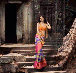 Model Elnaaz Norouzi Promo Ad Outdoor Photoshoot